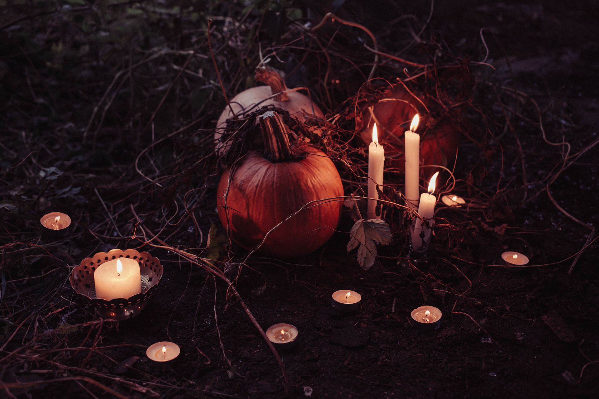 Halloween Tombstones and Gravestones Sayings